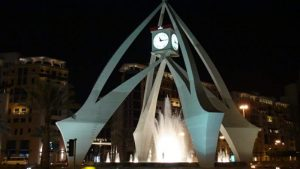 В Дубае под часами