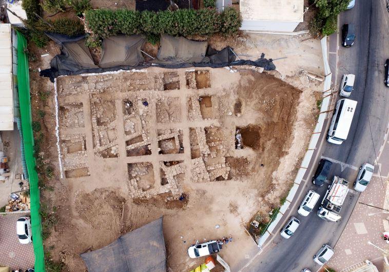 Древняя крепость в Наарии