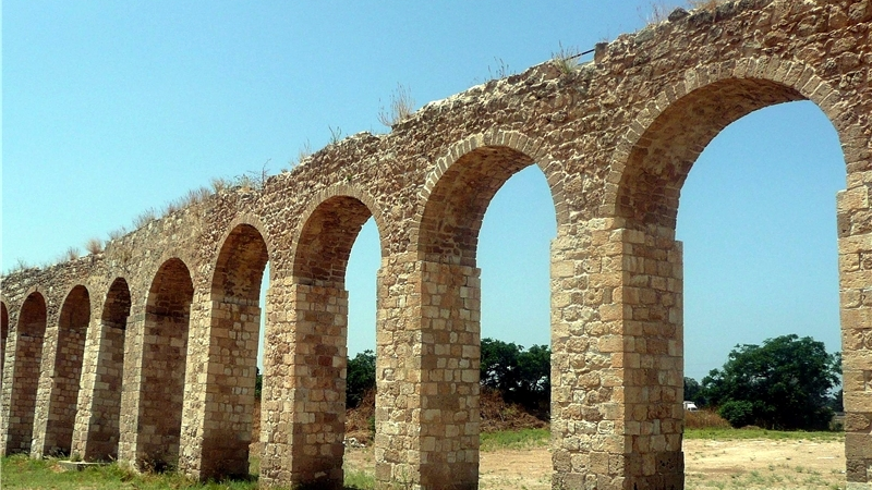 Старинный акведук